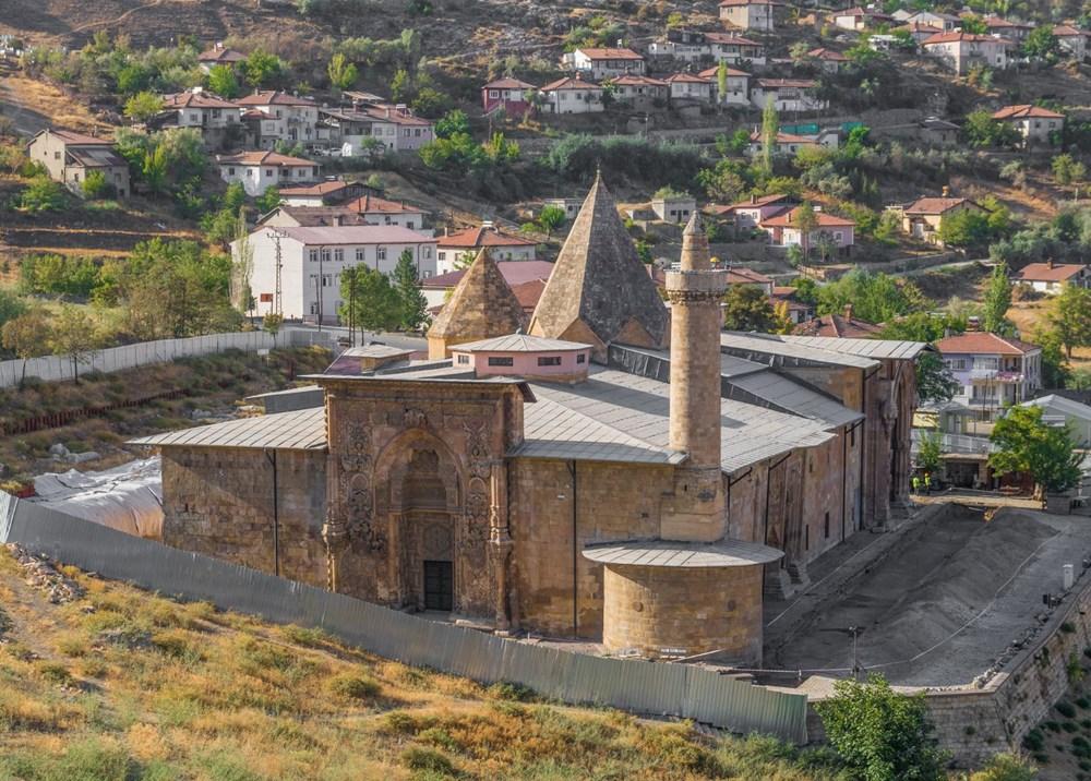 1- Divriği Ulu Camii ve Darüşşifası, Sivas (1985)